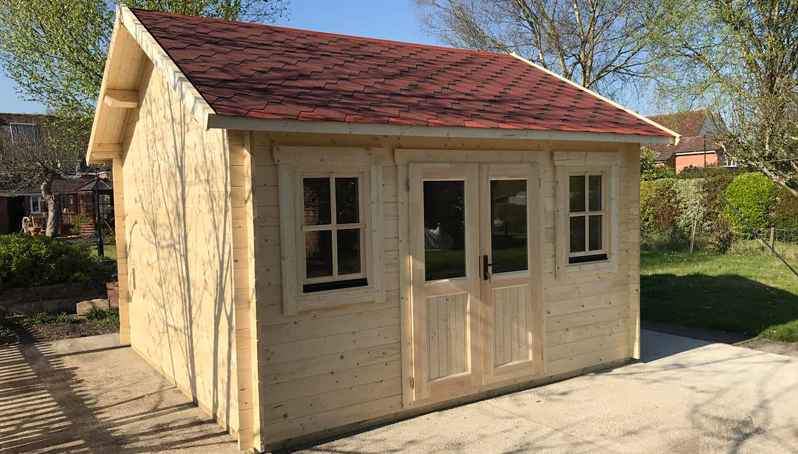 Deluxe Hideaway log cabin