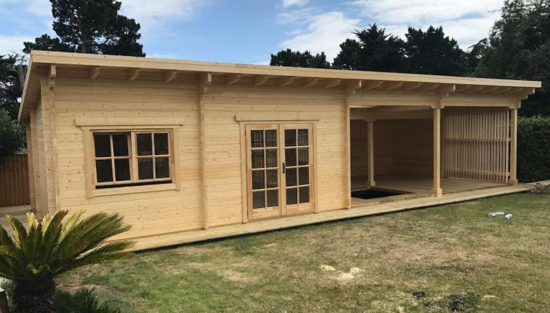 Deluxe Vertical log cabin
